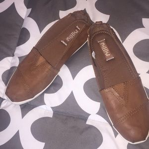 Mad Love camel shoes size 8 leather